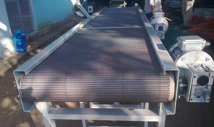 hoàn thiện mẫu băng tải lưới inox