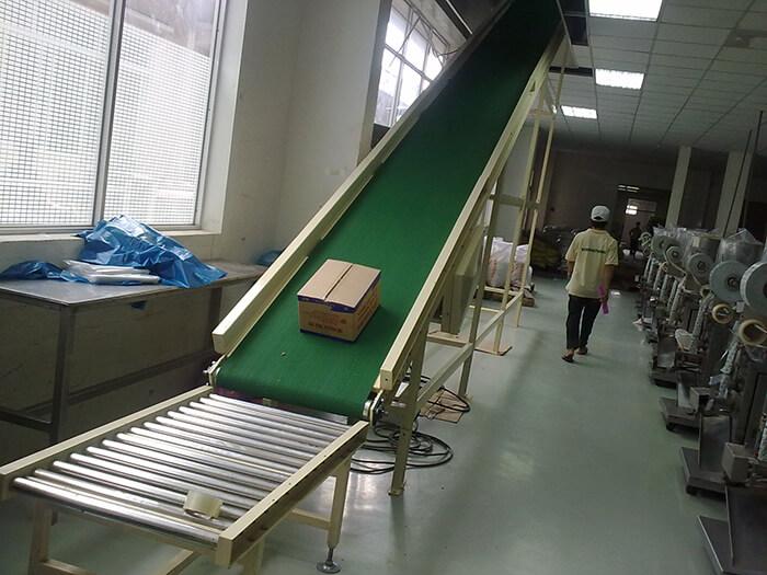 Một mẫu băng tải PVC nghiêng