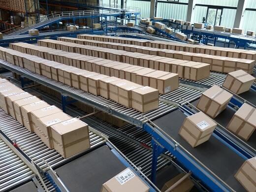 băng chuyền đếm và đóng gói sản phẩm